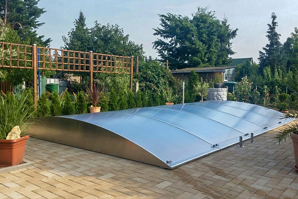Flexiroof poolcover with an aesthetic flat design