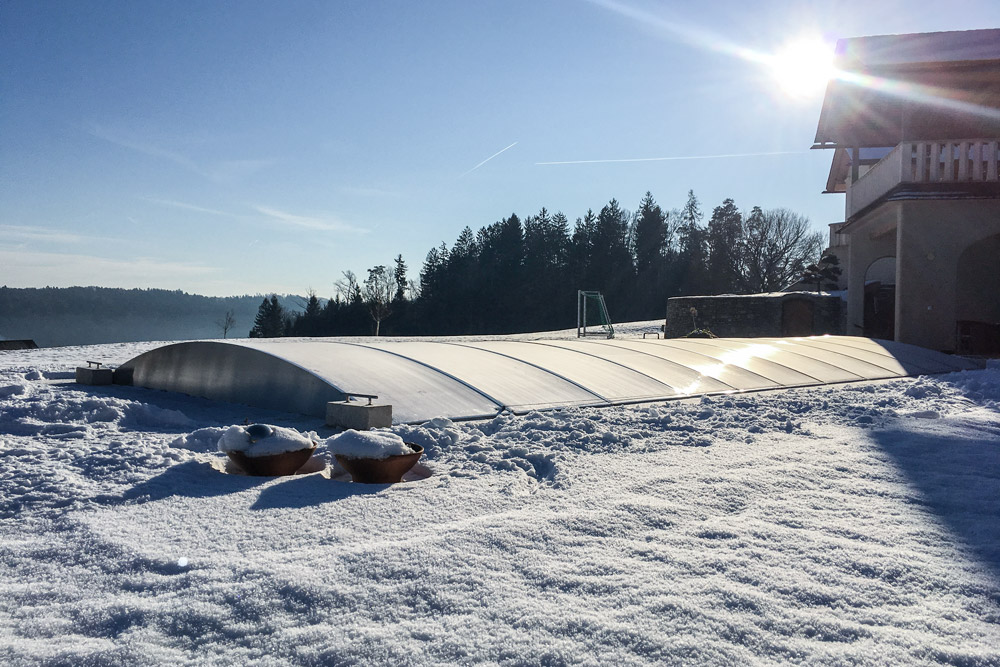 FlexiRoof - pool enclosure in winter with snow