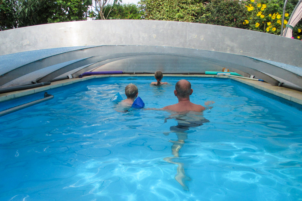 FlexiRoof - swim underneath the cover of your pool