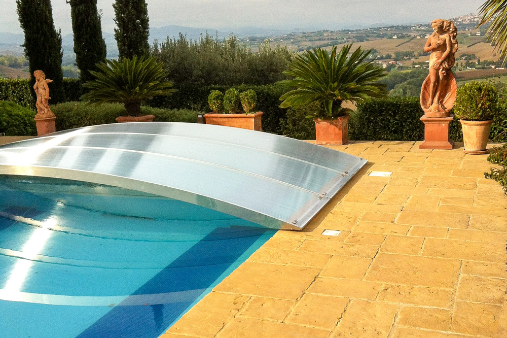 Poolcover without rails - example flexiroof in Italy